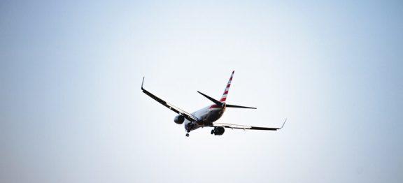 ¿Qué ocurre si tengo un mal comportamiento en un avión?